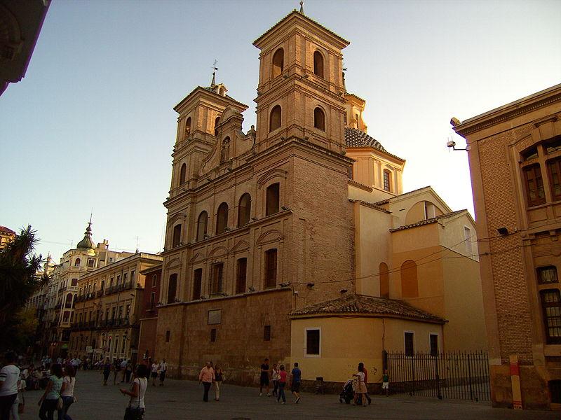 800px-Iglesia_de_Santo_Domingo,_Capilla_del_Rosario_y_Arco_de_Santo_Doming